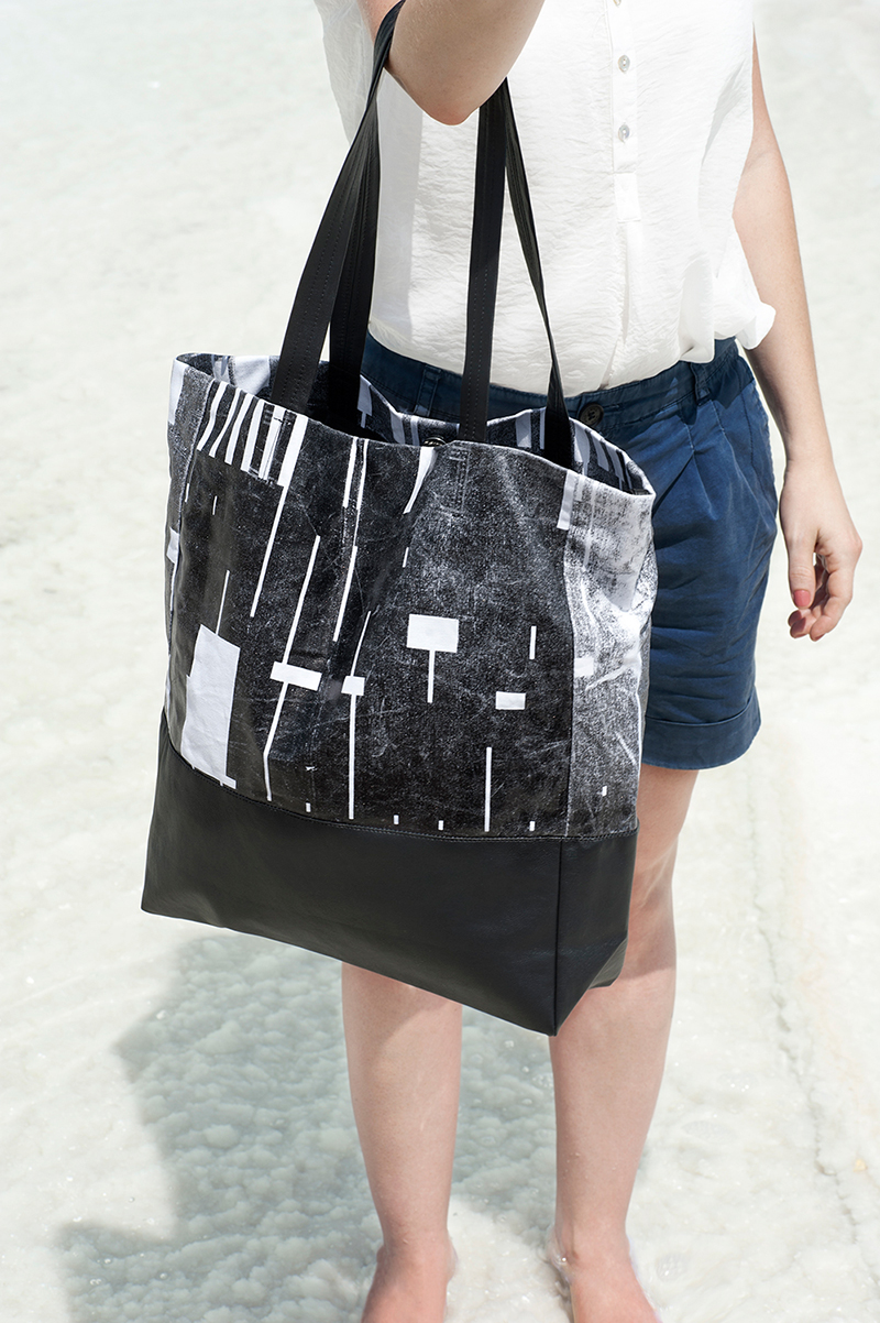Lee-Coren-Grande-Tote-Bag-(photo-AyaWind)-03